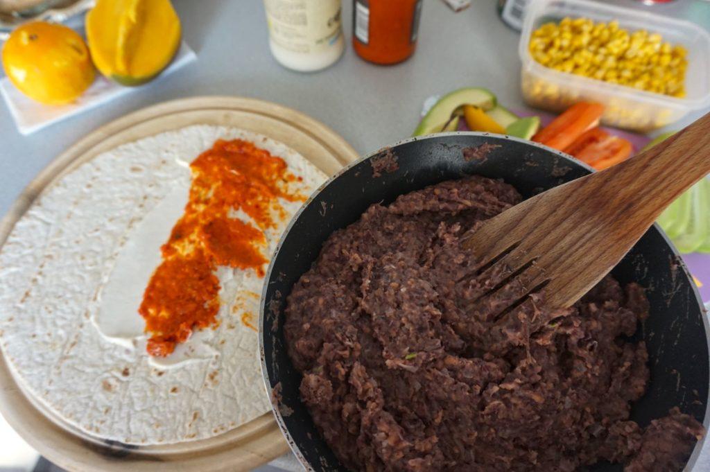 tortilla z pastą z fasoli
